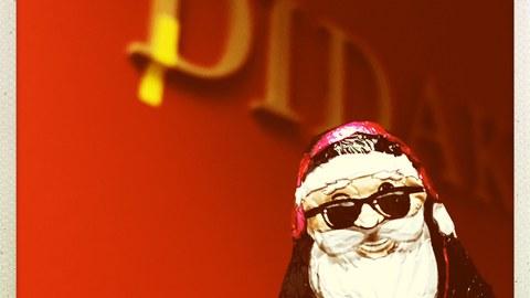Weihnachtsmann vor Didaktischem Labor