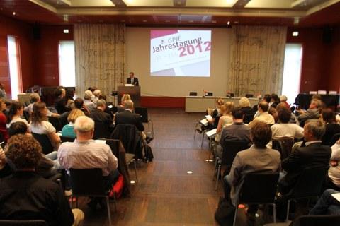 Das Bild zeigt den Veranstaltungsraum der SLUB.