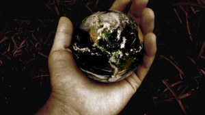 Globus in Hand