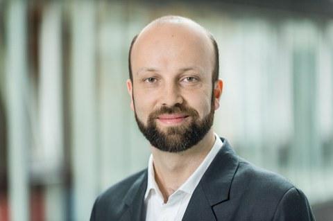 Portraitfoto von Professor Engesser