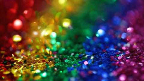 Auf dem Bild ist Glitzer in verschiedenen Farben zu sehen.