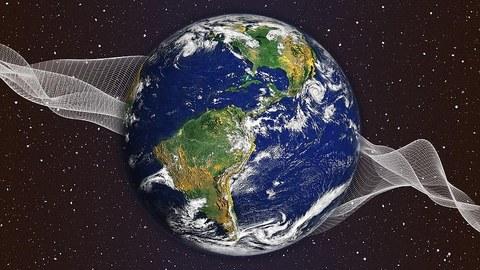 Zu sehen ist der Planet Erde, wie er im Weltall schwebt und von einem Drahtnetz aufgefangen und getragen wird.