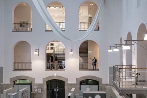 Ausstellungsansicht Leichter als Luft in der Altana Galerie der Kustodie, Lichthof, 2019