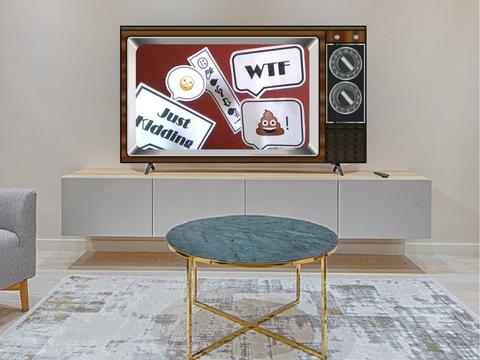 """Weißes Wohnzimmer mit einem gläsernen Tisch in der Mitte und einem alten Fernseher auf einem Longboard. Im Fernseher sind fünf Sprechblaen zu sehen. In den Sprechblasen sind die Worte """"WTF"""", """"Just Kidding"""" sowie verschiedene Bilder abgebildet."""
