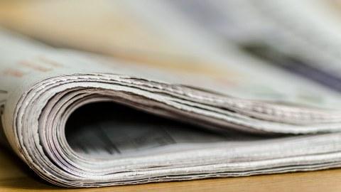 Bild einer zusammengefalteten Zeitung von der Seite