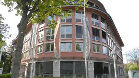 Fakultätsgebäude