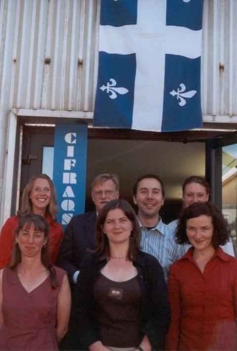 Besuch von Denis Bédard im Cifraqs 2006: MitarbeiterInnen der Professur vor dem Gebäude Zeunerstraße 1c.