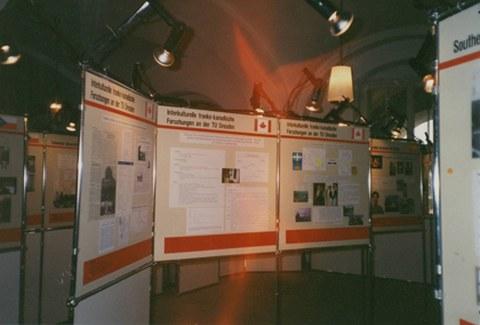 Eröffnung des Cifraqs 1994, Ausstellungstafeln