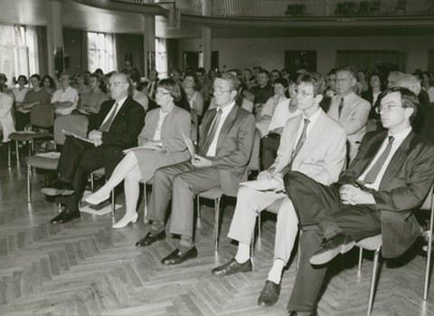 Eröffnung des CIFRAQS 1994, hier: Publikum im Festsaal der Mensa der TU Dresden