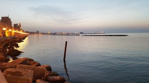 Meer, Promenade, Dämmerung