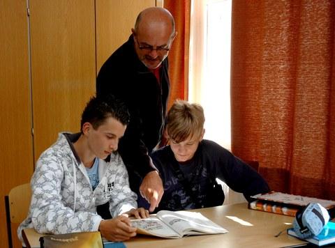 Italienischlehrer Luigi Lorusso mit Schülern während des Italienischunterrichts am Vitzthum-Gymnasium Dresden