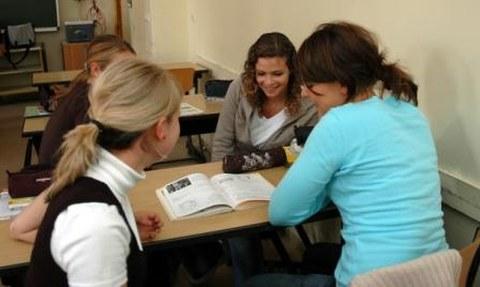 Schülerinnen des Vitzthum-Gymnasiums Dresden während des Italienischunterrichts