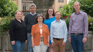 Picture with the six-member team of the Chair of Ecosystem Services, in front of a fountain planted with flowers.