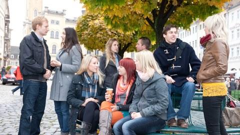 Studierende auf dem Zittauer Markt