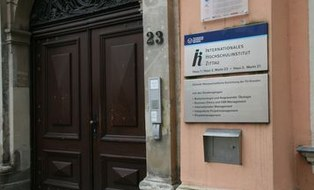 Barocke Eingangstür des IHI Zittau
