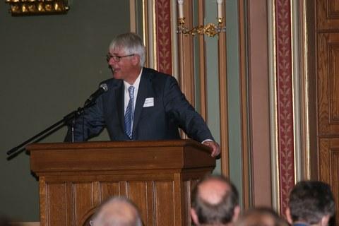 Prof. Thorsten Claus, Direktor des IHI Zittau, spricht am Rednerpult