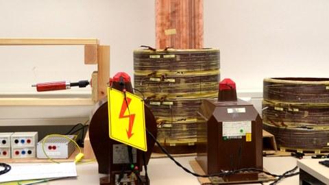 Laboraufbau zur Messung von magnetischen Energiewandlern