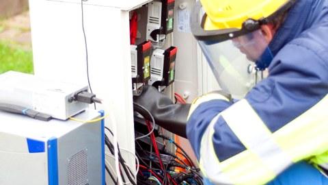 Einbau von PQ-Messtechnik in einen Kabelkasten