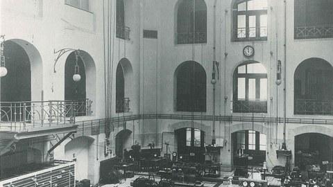 Maschinensaal des Elektrotechnischen Instituts um 1911/1912