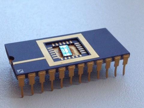 Ein Testchip eines Memristors, der vom NaMLab (An-Institut der TU Dresden) gefertigt wurde.
