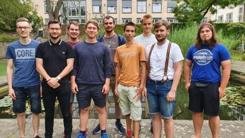 Studierende des Studiengangs IST am Barkhausen-Teich