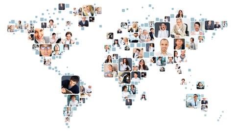 Die Darstellung zeigt die Porträts von vielen Menschen. Die Porträts haben unterschiedliche Größen. Sie sind so angeordnet, dass sie eine Weltkarte ergeben.