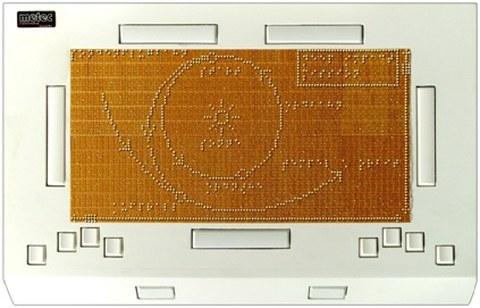 Abb.: Stiftplatte BrailleDis 9000 mit Darstellung der Flugbahn der Deep-Impact Sonde