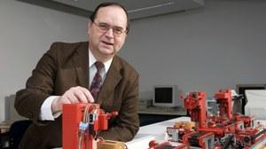 Prof. Klaus Kabitzsch an der Modefflabrik