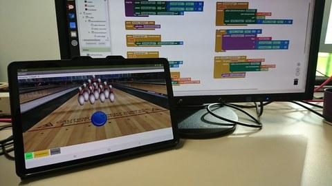 Display und Monitor mit Lehrinhalten aus dem Projekt EduInf