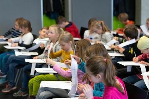 Kinder in der Forschungswerkstatt Informatik