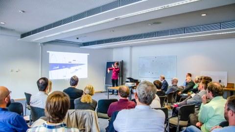Lars Engeln erläutert die Virtuelle Ausstellung für die Sprechmaschinen der HAPS.