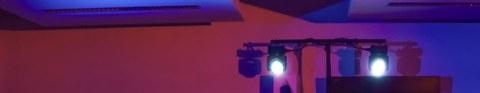 2 DMX-Strahler mit Stimmungslicht.