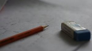 Stift und Radiergummi