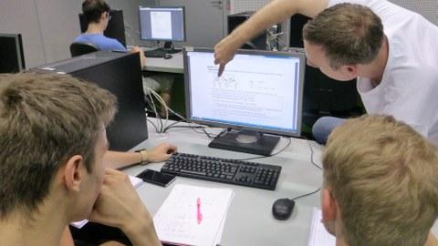 Studenten am PC