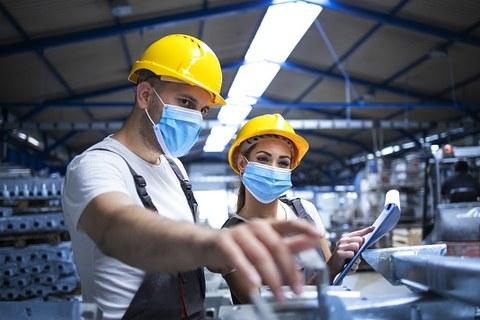 Arbeiter mit Maske