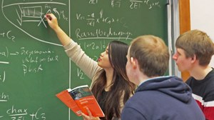 Studenten bei der Gruppenarbeit