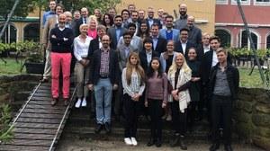Gruppenbild der Doktorandinnen und Doktoranden, Sprecher und der Geschäftsführerin des Graduiertenkollegs