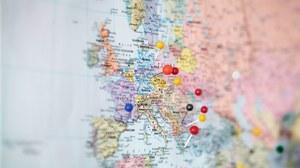 Karte von Europa mit Stecknadeln