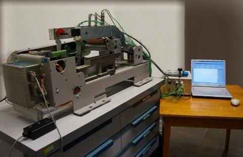 Versuchsaufbau zur thermischen Charakterisierung von Kautschukwalzen gemäß Rieter-Streckmaschine