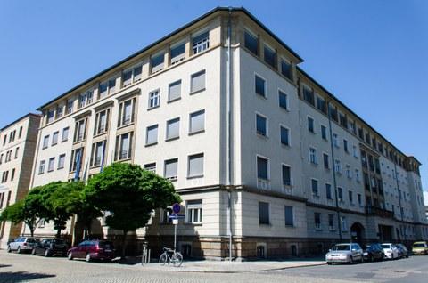 Bild des Bürogebäudes, dem Hauptsitz des ILK. (Holbeinstraße/Ecke Marschnerstraße)