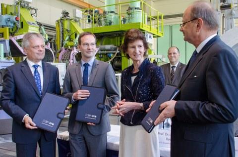 Aufnahme der Fördermittelübergabe durch die Sächsische Staatsministerin für Wissenschaft ud Kunst, Dr. Eva-Maria Stange.