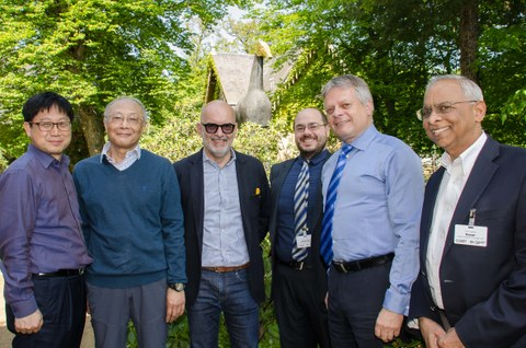 "Lenkungskreis der ""Global Scientific Association of Advanced Carbon Fibres"". V.l.n.r.: Prof. Bon-Cheol Ku, Prof. Kanji Kajiwara, Prof. Costas Charitidis, Prof. Luke Henderson, Prof. Hubert Jäger und Prof. Satish Kumar"