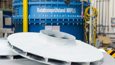 In initial load tests, the lightweight radial impeller was able to achieve better performance values than a comparable metal impeller.