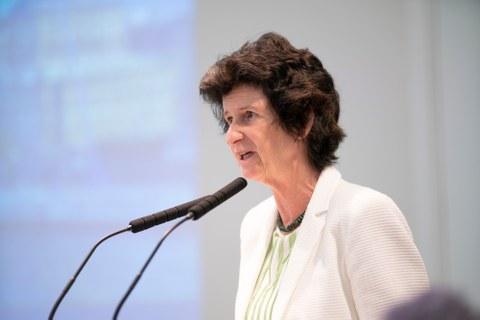 Sachsens Staatsministerin Dr. Eva-Maria Stange betonte in ihrem Grußwort, dass Leichtbautechnologien helfen, Ressourcen, Kosten und Schadstoffe einzusparen.