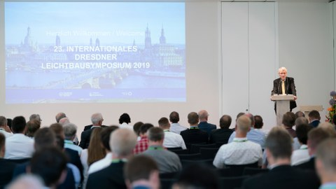 Dr. Winfried Horstmann, Ministerialdirigent für Industriepolitik im Bundesministerium für Wirtschaft und Energie, übermittelte den Teilnehmern den Gruß des Bundeswirtschaftsministers Peter Altmaier.