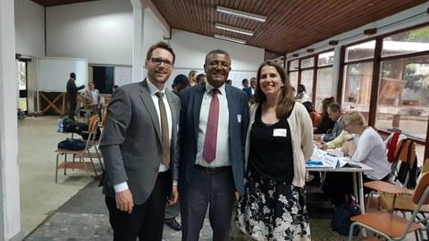 Dr. Marco Zichner und Maike Heitkamp-Mai mit dem Präsidenten der Addis Ababa Science and Technology University, einem Alumni der TU Dresden, Professor Nurelegne Tefera Shibeshi