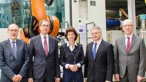 Staatsministerin für Wissenschaft und Kunst, Dr. Eva-Maria Stange zu Gast am Institut für Leichtbau und Kunststofftechnik (ILK).