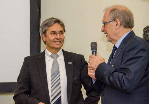 Prof. Dr.-Ing. Müller-Steinhagen mit Prof. Dr.-Ing. habil Hufenbach bei Abschlusskolloquium des SFB 639