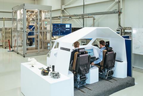 Flugzeugsimulator im E-WING-Forschungszentrum Liebherr-Aerospace