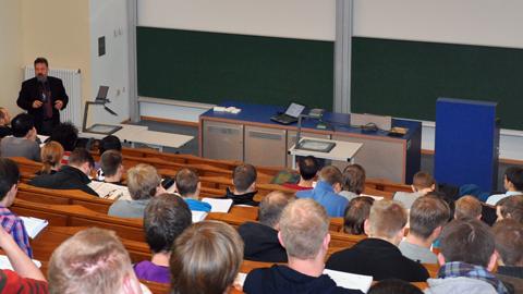 Professor Weber während der Vorlesung